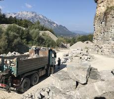 LKW im Steinbruch